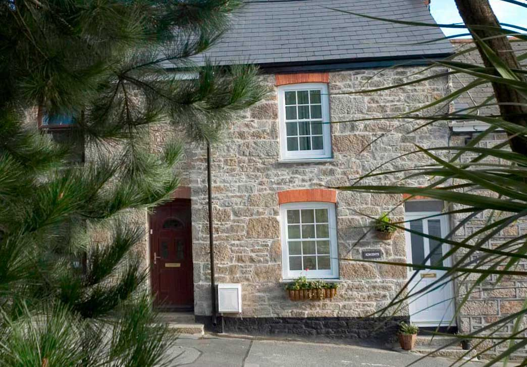Front of Sorgente Cornish Holiday Cottage