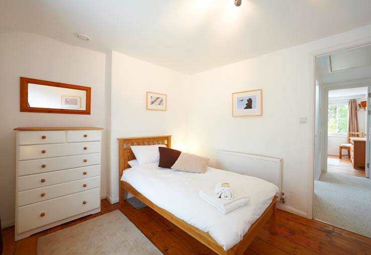 Twin bedroom and the hallway to the other bedroom - Sorgente holiday cottage, Cornwall